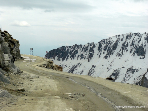 Road onto Khardung La