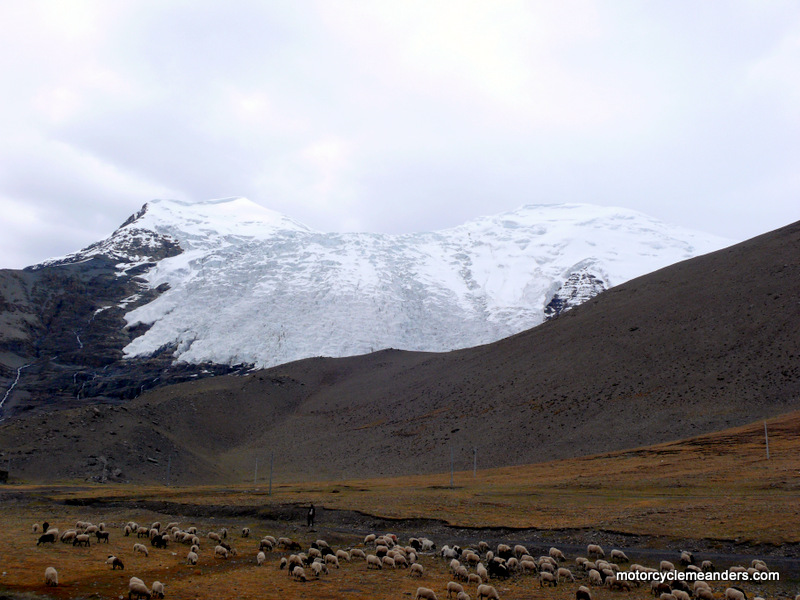 Glacier on top of Karo La