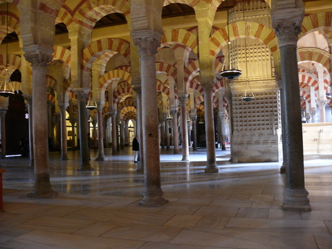 Columns forming the naves on the Mezquita