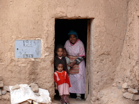 A squatter and her children on old Agdz