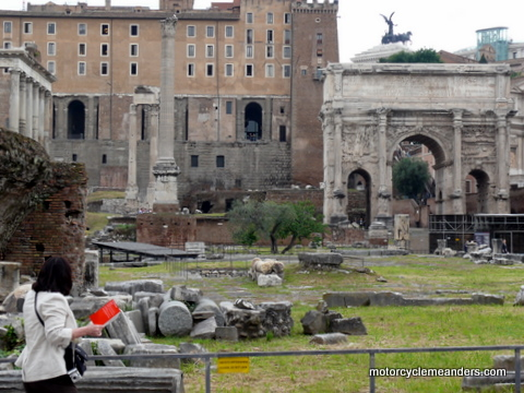Forum:Arch of Septimus Severus with rostra at left
